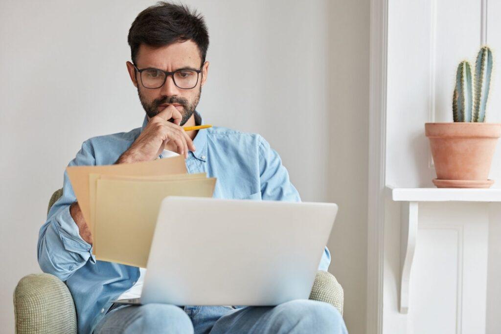 venditore che lavora in smart working